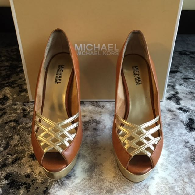 MICHAEL KORS LEATHER HEELS OPEN TOE (7.5)