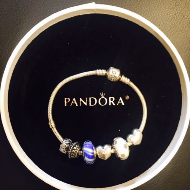 PANDORA BRACELET WITH 6 CHARMS ALMOST NEW
