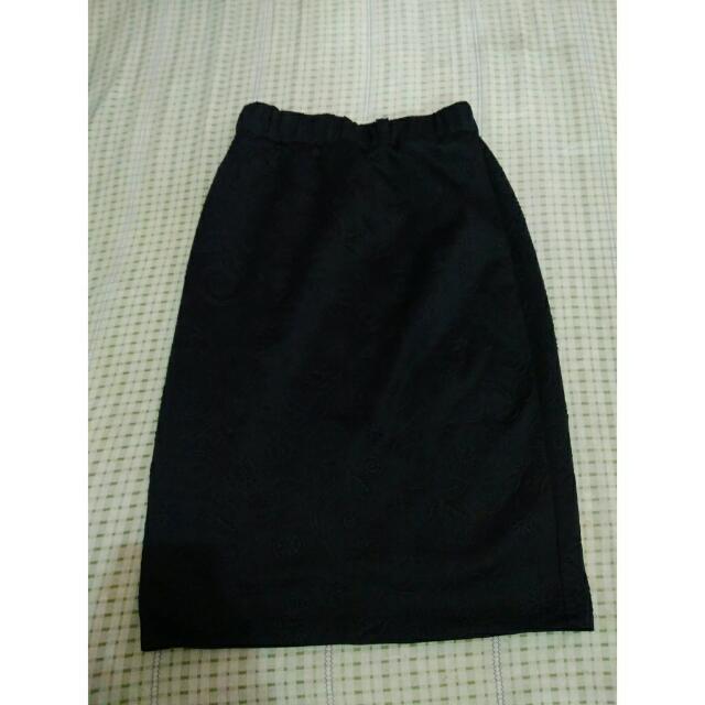 Skirt Hitam