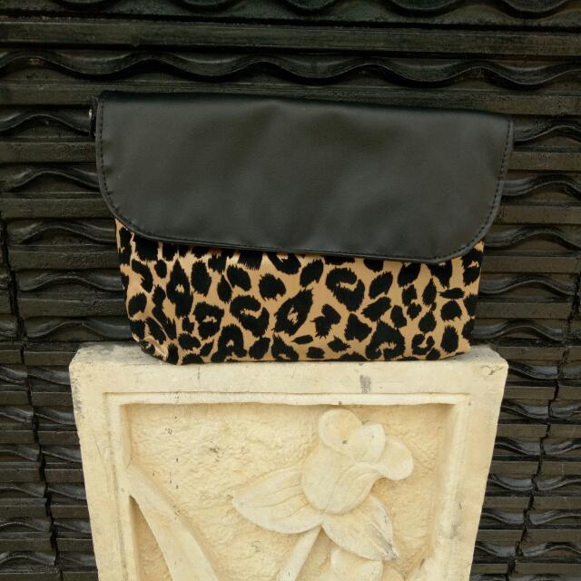 Sling Bag Local Brand Leopard *NO FREE ONGKIR*