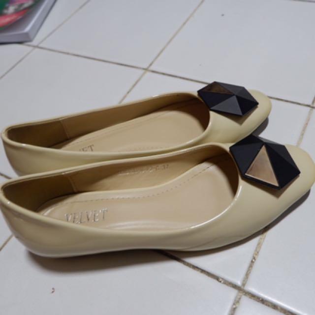 velvet flatshoes