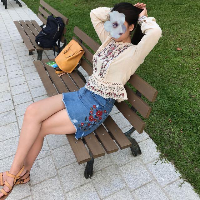 Zara刺繡短裙