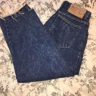 Loose cut vintage jeans