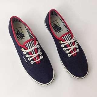 Vans Authentic Lo Pro Sneaker In Yacht Stripe Navy (Size 8)