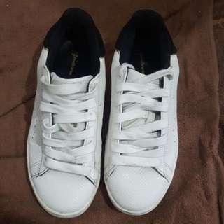 stradivarius white shoe