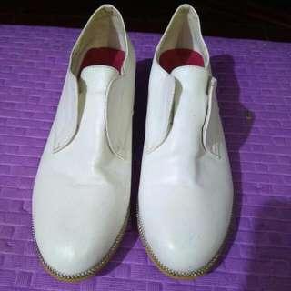 Z white shoes