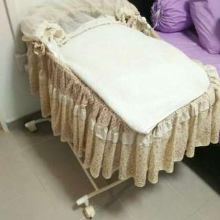 baby cot. used
