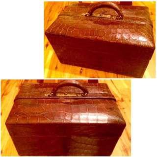 Vintage genuine alligator skin small suitcase/doctor bag(真鱷魚皮小型行里箱/醫生包)