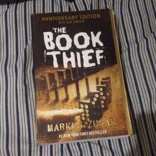 the book thief by marcus zusak 💕