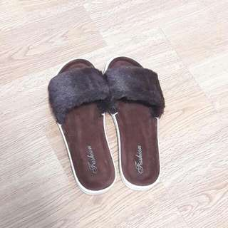 🌅Size 37 Brown Fluffy Furry Slippers🌅