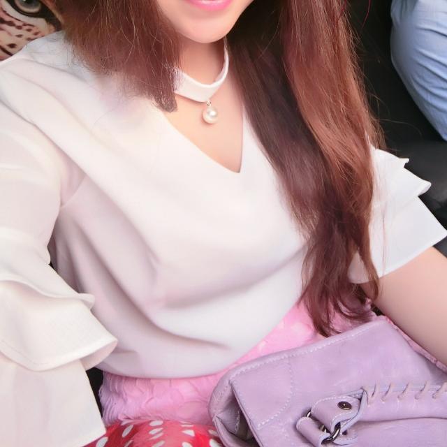韓,珍珠繞領雪紡衫