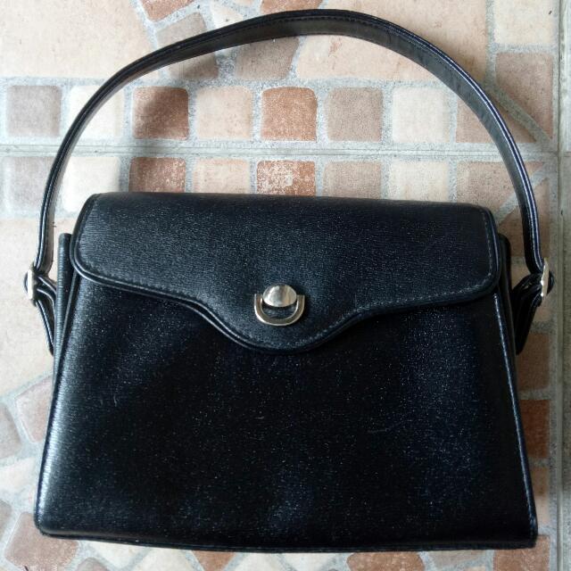 Elegant black clutch handbag