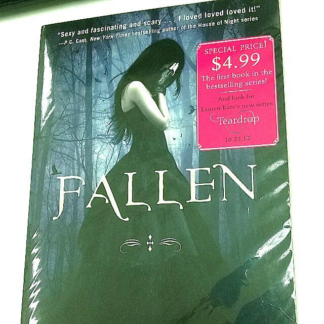 Fallen by Lauren Kate (RESERVED)