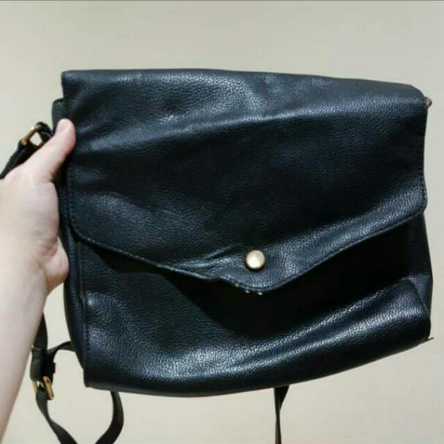 Forever 21 Mail Boy Sling Bag Black