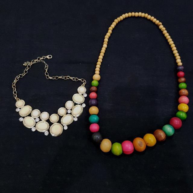 Kalung Kayu Bali + Kalung Pastel Putih