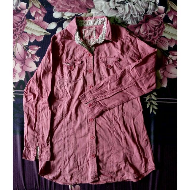 Kemeja Merah Muda