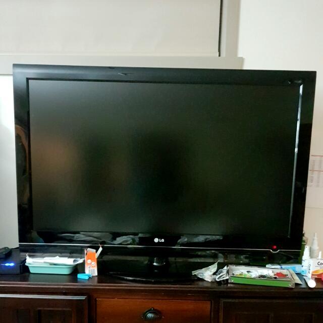 LG 48 Inch LCD TV