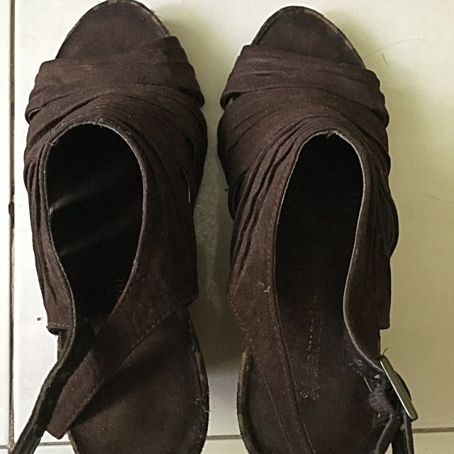 Naturalizer wedge size 6