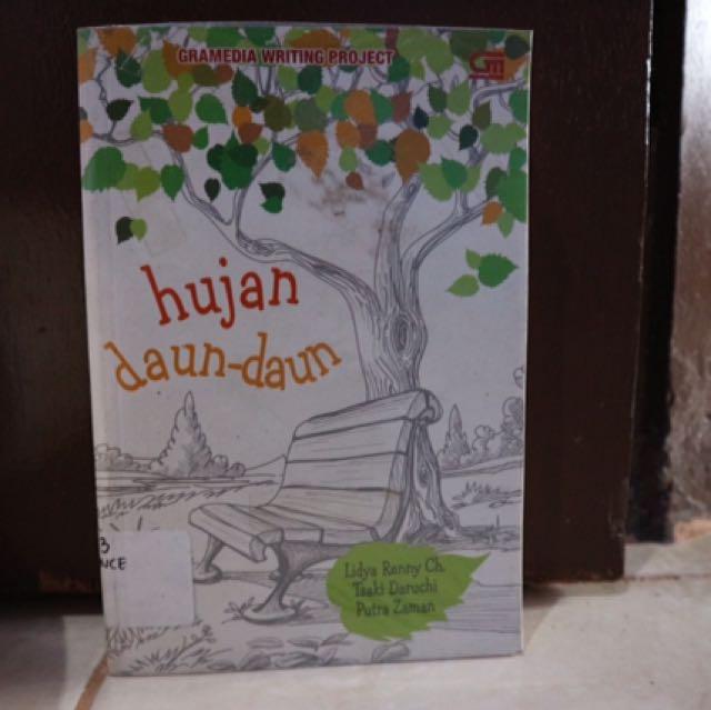 Novel Hujan Daun-Daun