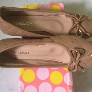 pavillion size 37 warna cream