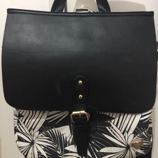 Roxy Multifunction Bag In Black N White Aesthetic Printed
