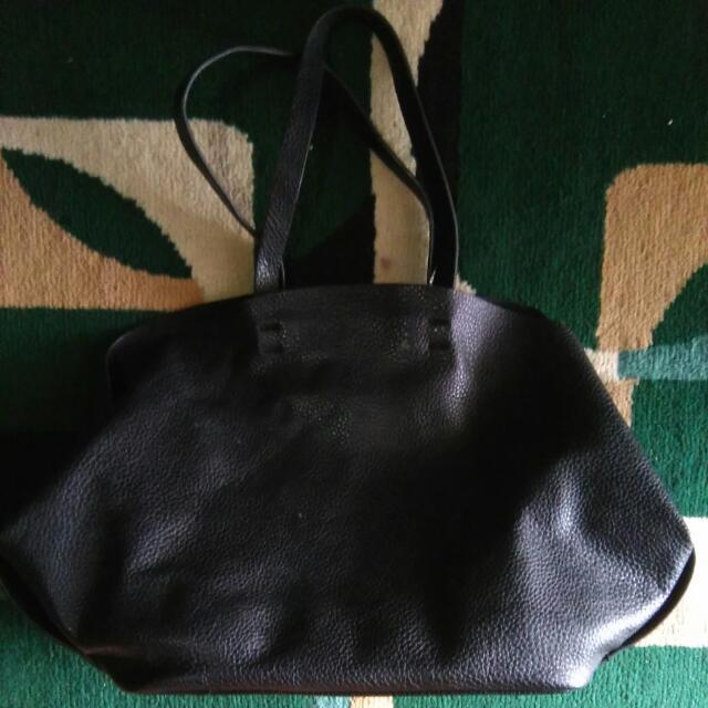 Tas Hitam Wanita Merk Zara Leather Original ,Great Condition