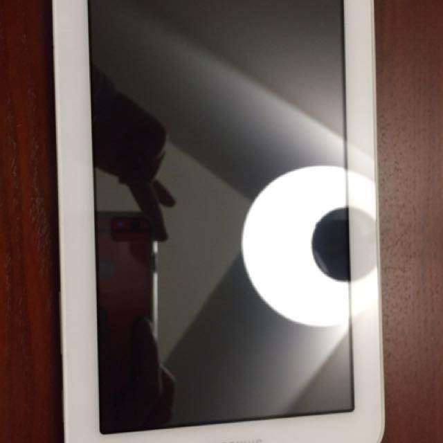 White Samsung Galaxy Tab 2