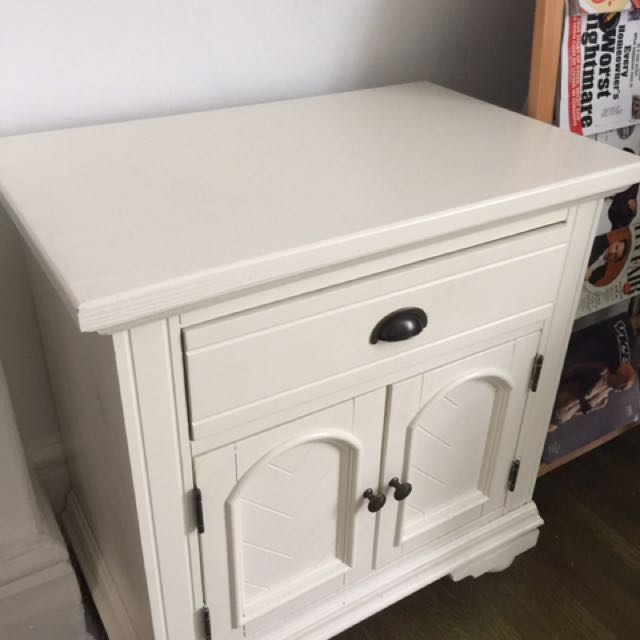 White/cream Bedside Tanle