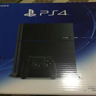 PS4 Package with 4 CDs and stand