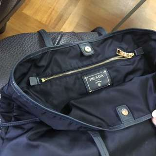 Prada 手提袋