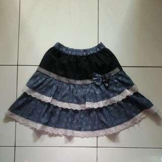 Cute denim short skirt