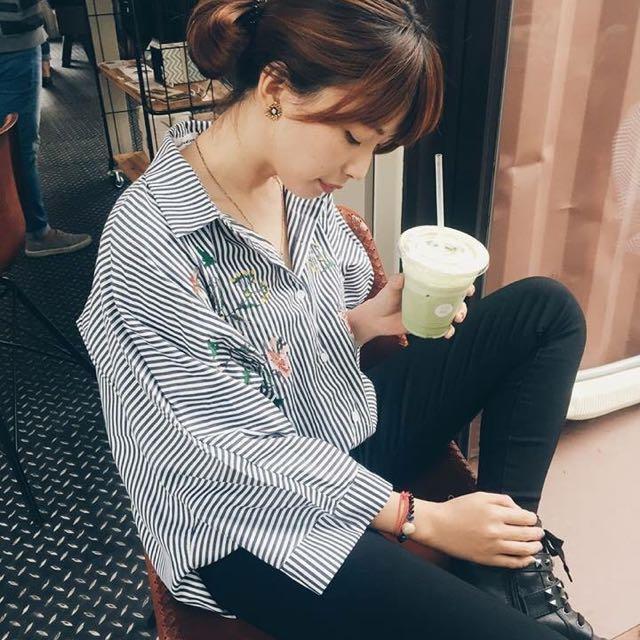 條紋刺繡花朵襯衫