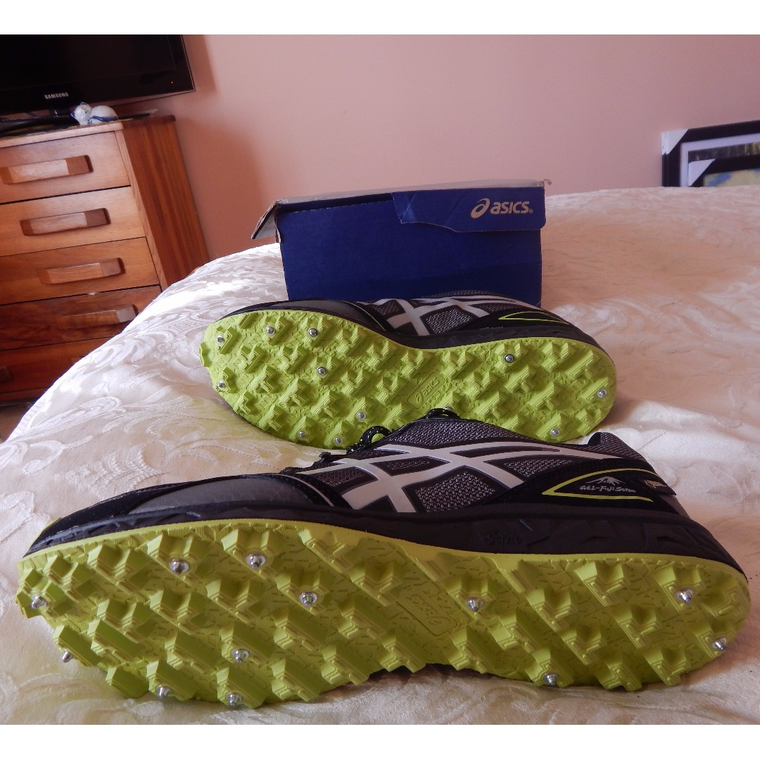 Asics Gel Goretex trail running shoes, Mens size 11 US, brand new in box