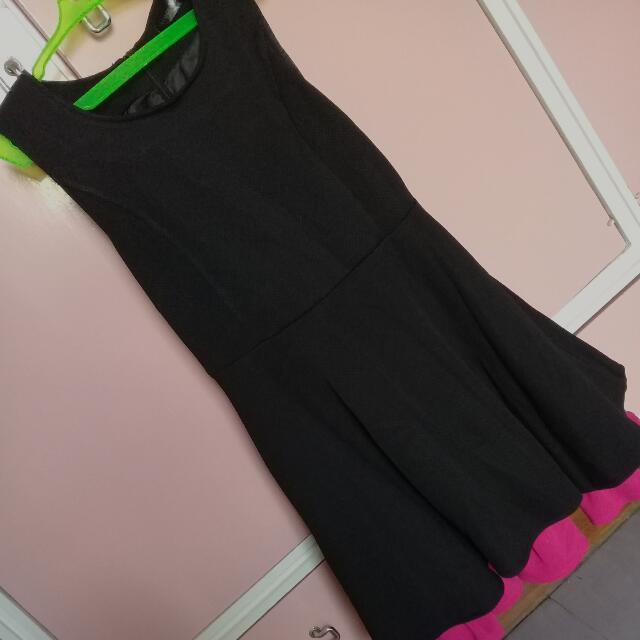 Black Dress With Pink Ruffles Inside 🌸