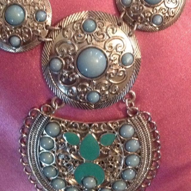 BOHEMIAN STYLE GORGEOUS NECKLACE NEW