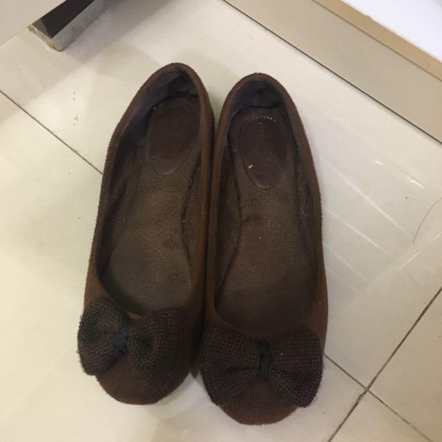 brown flatshoes