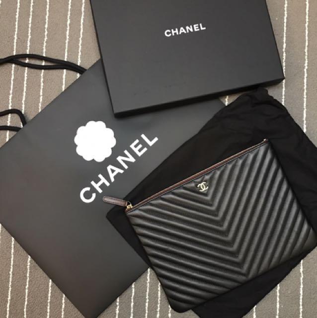 全新Chanel V形紋手拿包