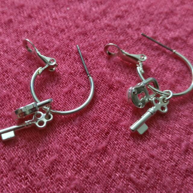 Hard Rock ( Key And Lock Silver Coating ) Earrings