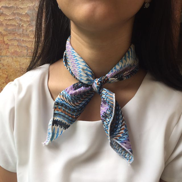 [NEW] Blue Wave Neck Scarf