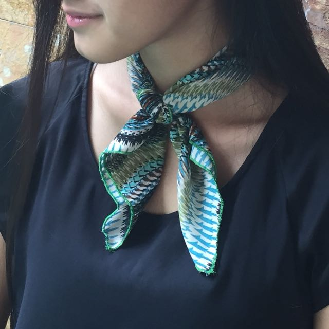[NEW] Green Wave Neck Scarf