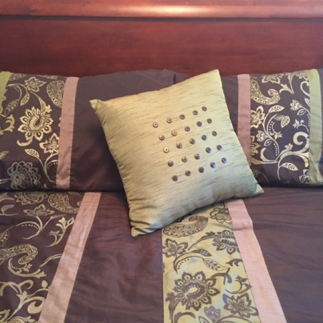 Queen Comforter With Pillows And Matching Curtains