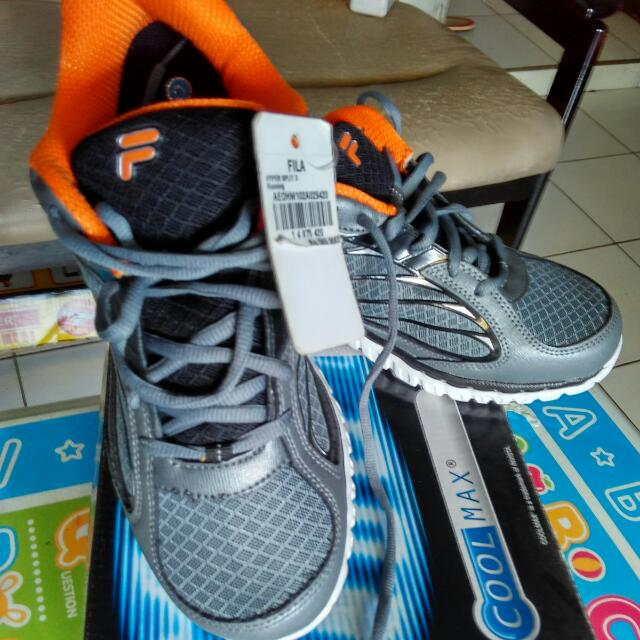 Sepatu Fila size 42 Brand New In Box With Tag