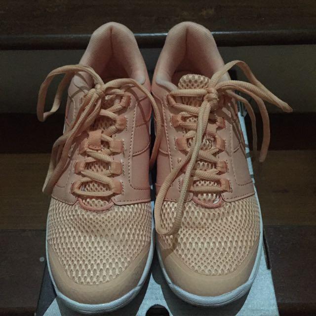 Sepatu Tennis Prempuan Diadora