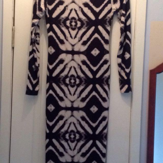 WOMENS SIGNATURE DRESS SMALL