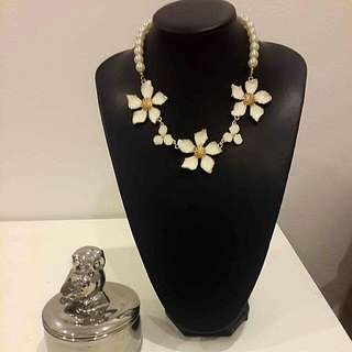 White Flower Gold & pearl Necklace