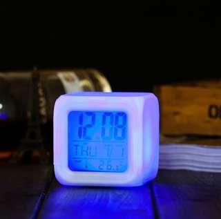 七彩LED鬧鐘-龍貓 史迪奇 kitty 拉拉熊 冰雪奇緣 米奇米妮 閃燈 骰子 造型 LED 電子 鬧鐘 時鐘 方鐘