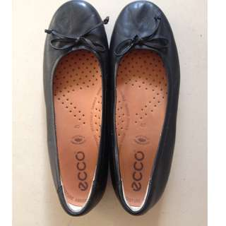 Ecco Black leather ballet flats size 40