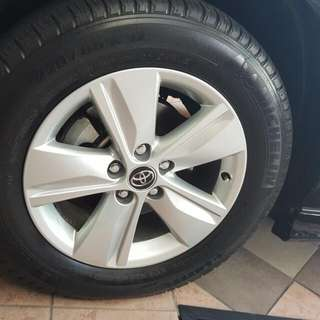 "Original Toyota Harrier 17"" Rims"