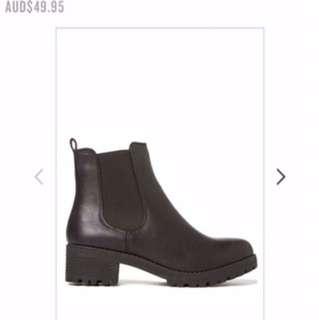 Black Boots Size 39 (fit size 7-8)