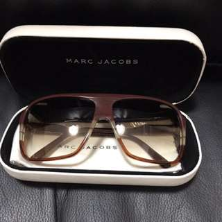 M J 眼鏡